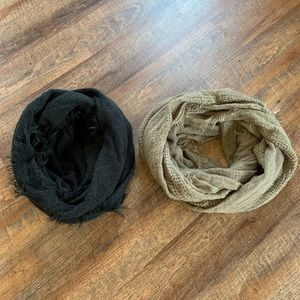 Lot of two infinity scarves